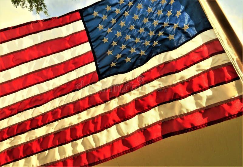 U S Flagge, die in der Brise plätschert stockfotografie