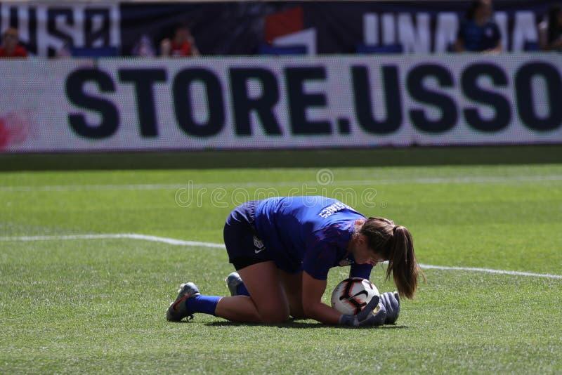 U S Gardien de but national d'équipe de football des femmes Alyssa Naeher #1 dans l'action pendant l'échauffement avant jeu amica photos libres de droits