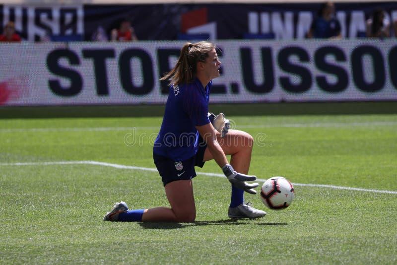 U S Gardien de but national d'équipe de football des femmes Alyssa Naeher #1 dans l'action pendant l'échauffement avant jeu amica images libres de droits