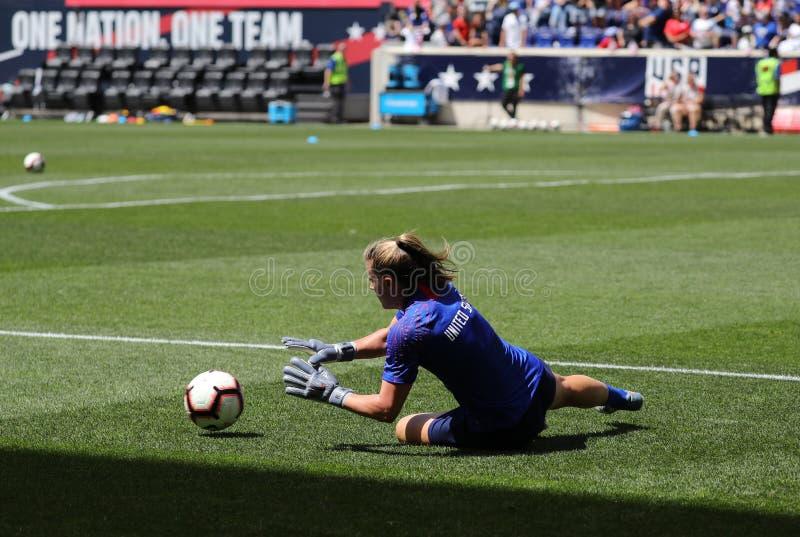 U S Gardien de but national d'équipe de football des femmes Alyssa Naeher #1 dans l'action pendant l'échauffement avant jeu amica image stock
