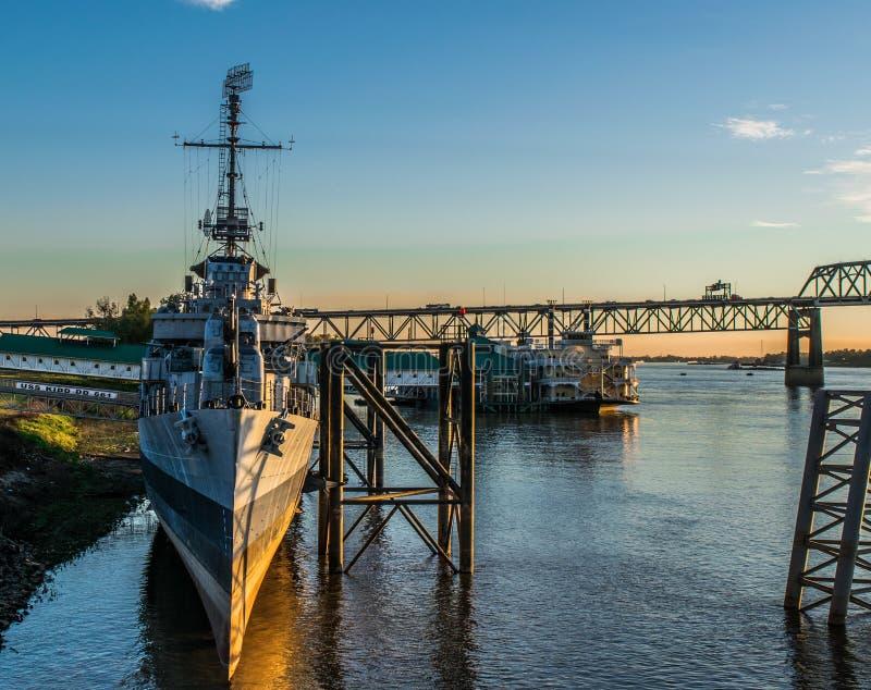 U S S Kidd和密西西比河桥梁 图库摄影