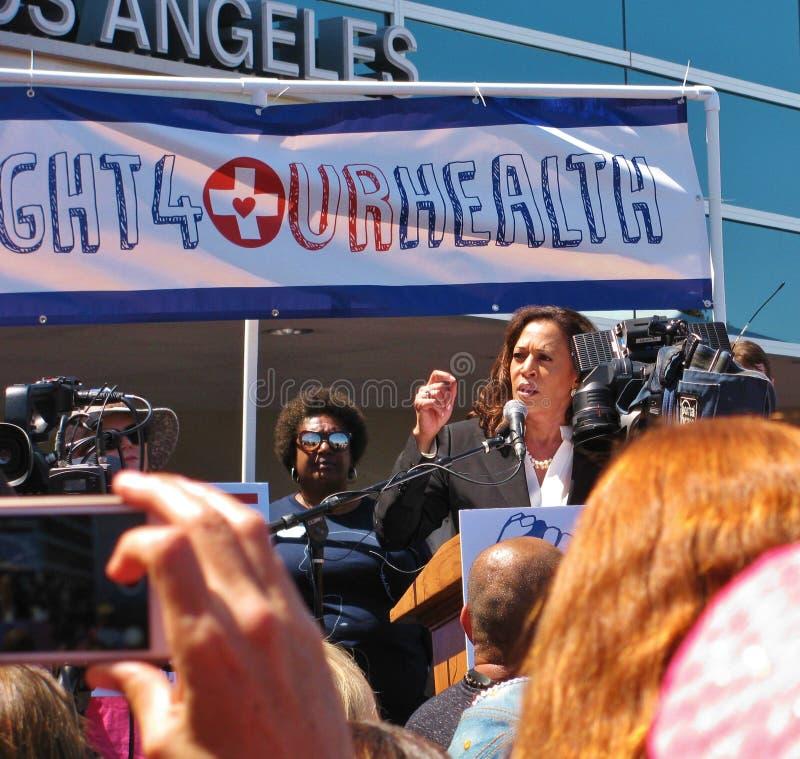 U S Le sénateur Kamala Harris au rassemblement de soins de santé de Los Angeles-area photo libre de droits