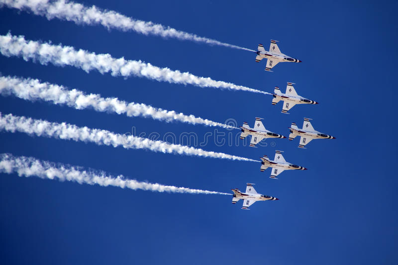 U.S. Luftwaffe Thunderbirds lizenzfreie stockfotos