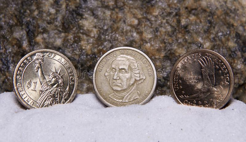 U S Moedas de um dólar na exposição imagem de stock