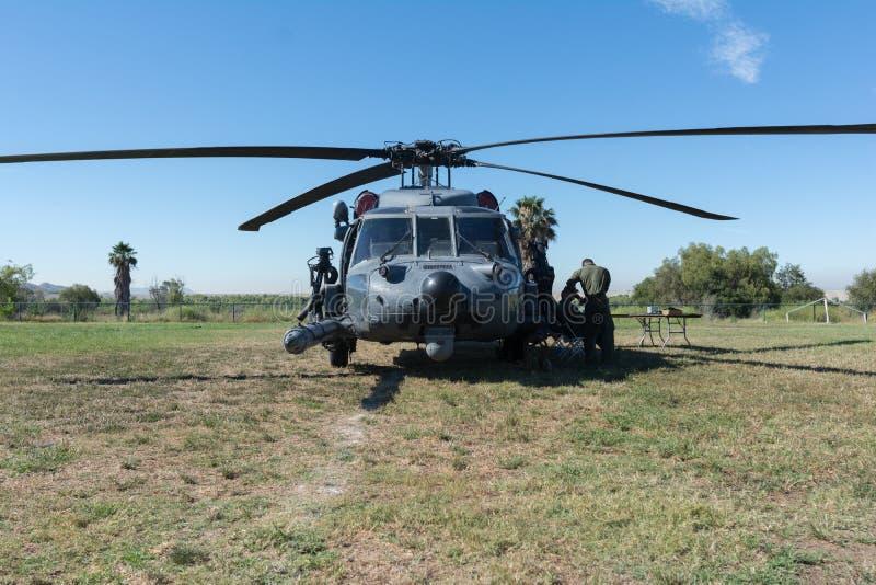U S Schwarz-Falkehubschrauber Armee Sikorsky UH-60 stockfotografie