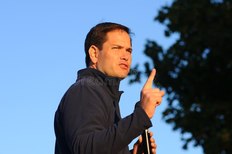U S Senatorn Marco Rubio, republikan av Florida, talar i Bedford, New Hampshire på Oktober 6, 2015 arkivbilder
