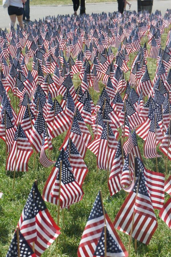 U S Vlaggen op Boston Gemeenschappelijk als voorbereiding op Herdenkingsdag stock foto