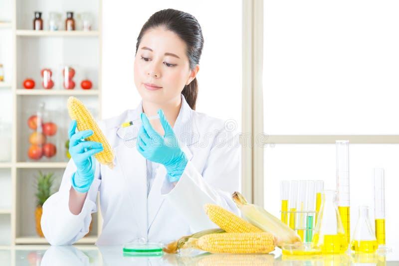 U weet het genetische modificatievoedsel overal is royalty-vrije stock foto's