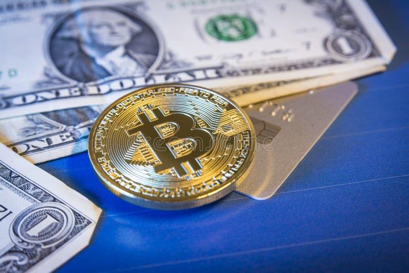 与金黄bitcoin的财政概念在美元和信用卡上.