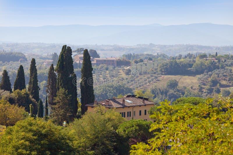 意大利 域绿色山 日法国横向normandie晴朗的鲁昂