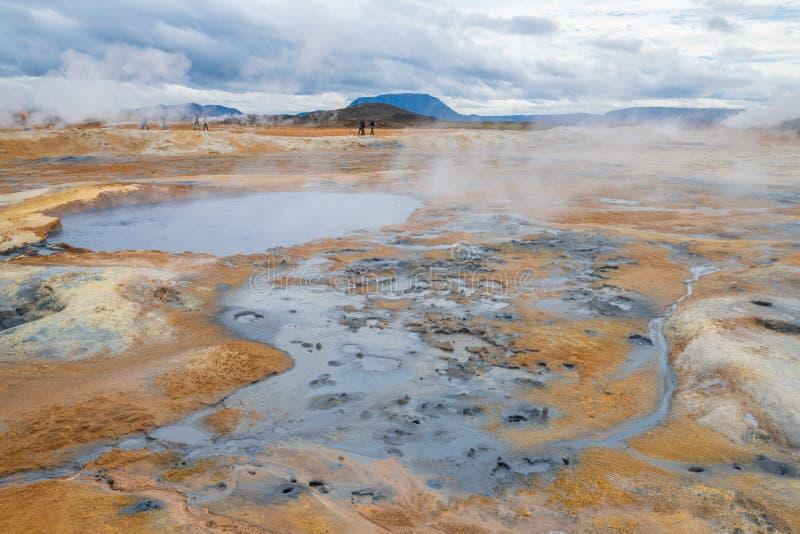 起泡热与蒸汽 泥罐在namafjall地热地区, hverir,冰岛