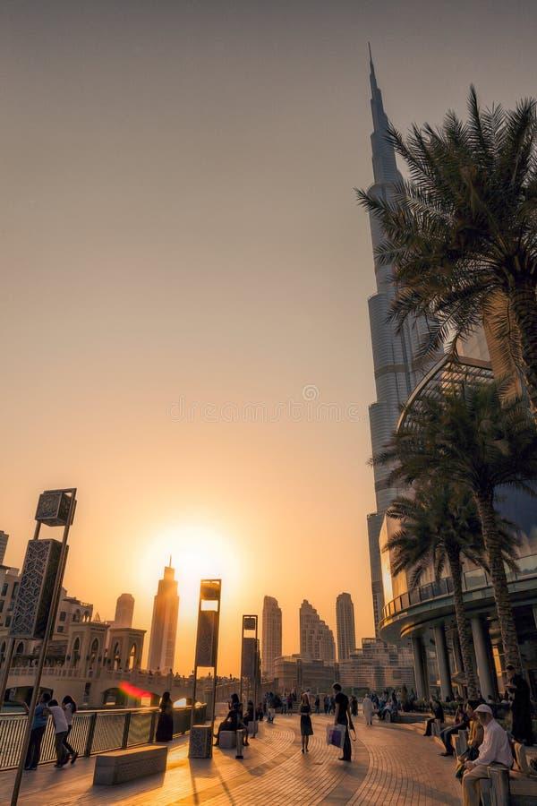 UAE/DUBAI - 14 Σεπτεμβρίου 2012 - άνθρωποι που χαλαρώνουν στις οδούς του duba στοκ φωτογραφία με δικαίωμα ελεύθερης χρήσης