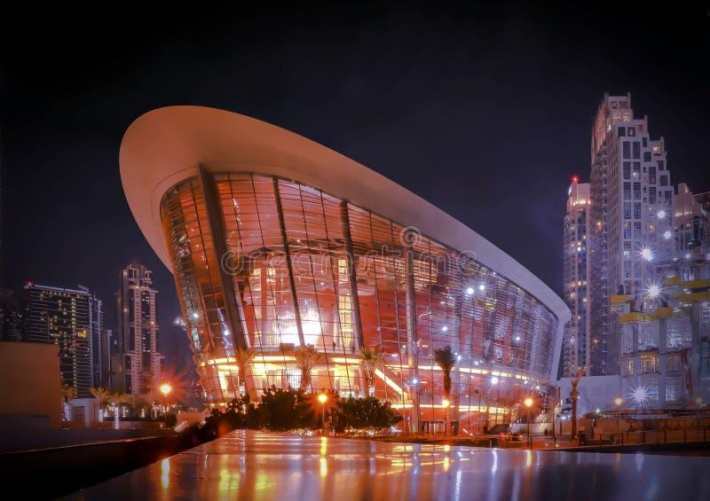 UAE Grudzień 25/2018 Dubaj opera, nocy linia horyzontu Wakacje uae Miasto odg?rny widok Architektura budynek b??kitne niebo fotografia stock