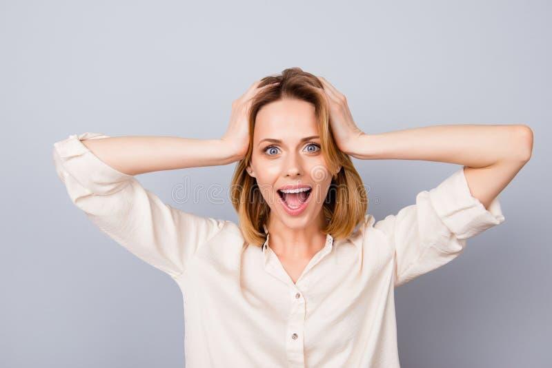 Uau! Ele ` s inacreditável! Mulher feliz chocada com a boca aberta a imagem de stock royalty free