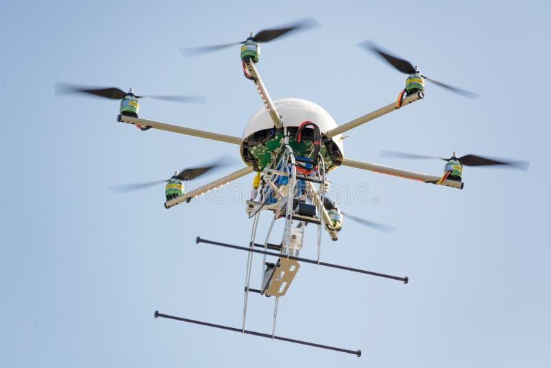 Uav-Drohne im Himmel lizenzfreie stockbilder