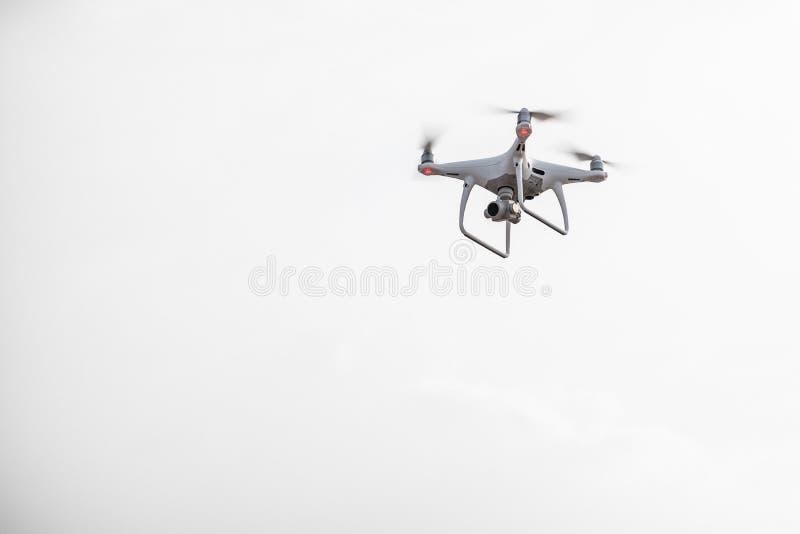 Uav trutnia copter latanie z cyfrową kamerą Truteń z wysoka rozdzielczość cyfrową kamerą zdjęcia royalty free