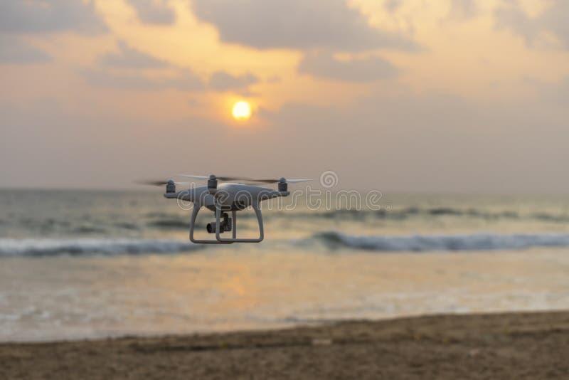 Uav trutnia copter latanie z wysoka rozdzielczo?? cyfrow? kamer? zdjęcie stock