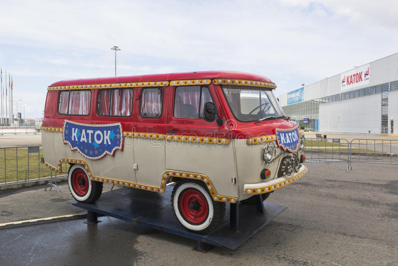 UAZ samochód z wpisowym Łyżwiarskim lodowiskiem w Sochi Olimpijskim parku obrazy stock