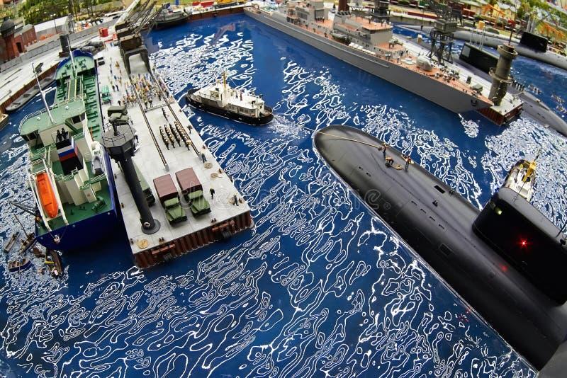 Ubåt i skeppsdocka på den sjö- grunden arkivfoton