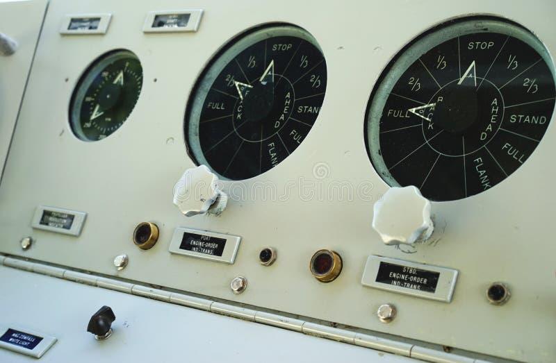 Ubåtpanel för full hastighet framåt fotografering för bildbyråer