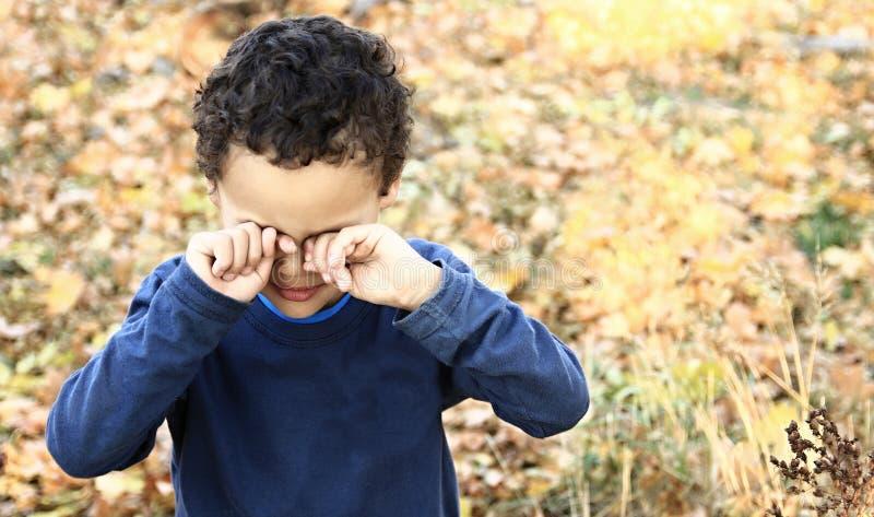 Ubóstwo chłopiec płacz fotografia stock