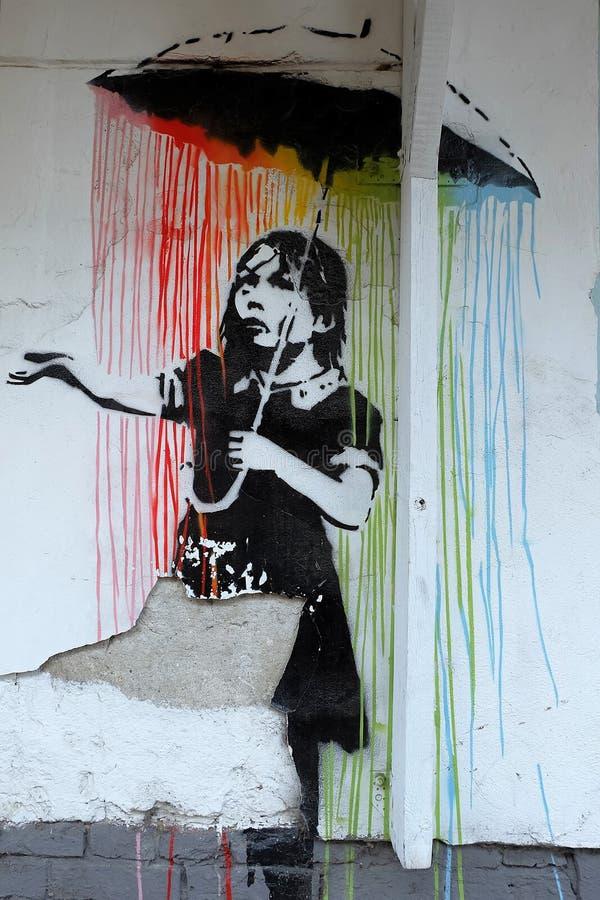 UBanksy-utformade grafitti i det Praga området av Warszawa, Polen arkivbild