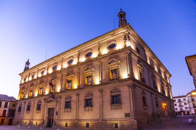 Ubeda, Espagne Palacio de las Cadenas vu au crépuscule photographie stock libre de droits