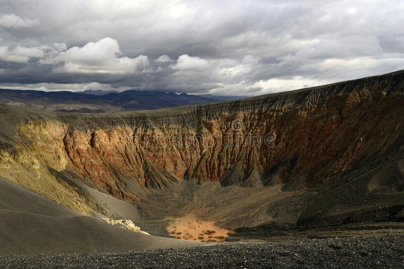 Ubehebe Crater situata nella Death Valley, California fotografie stock