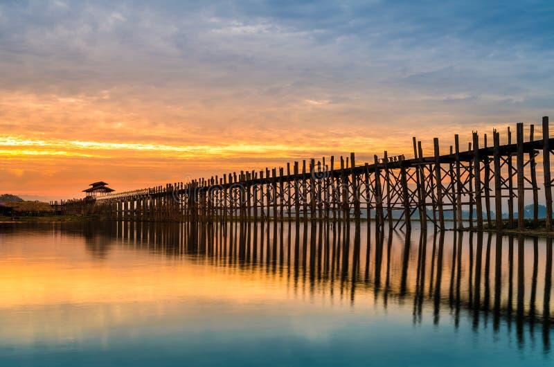 Ubeinbrug bij zonsopgang, Mandalay, Myanmar royalty-vrije stock afbeeldingen