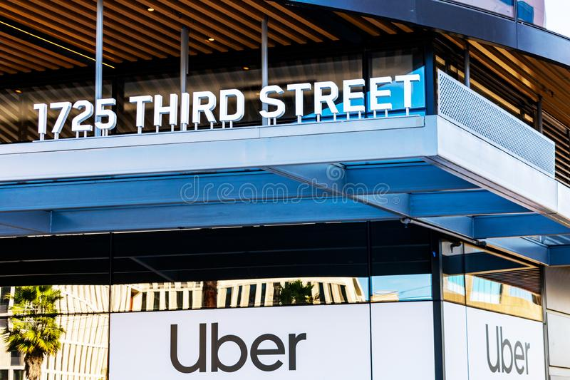 Uber assina no novo e moderno campus central da Uber Technologies imagens de stock royalty free