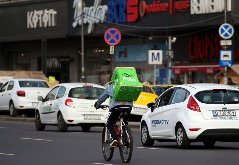 Uber come el mensajero - Bucarest fotografía de archivo libre de regalías