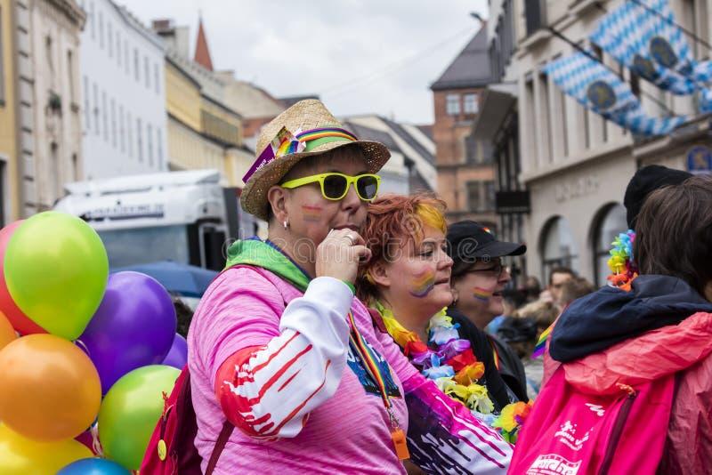 2019: Ubierający w górę ludzi uczęszcza Gay Pride paradę także znać jako Christopher dnia Uliczny CSD w Monachium, Niemcy zdjęcie royalty free