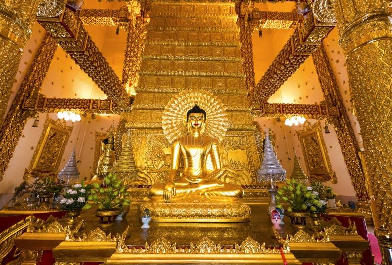 Ubon Ratchathani, Tailandia 18 marzo 2018 : Buddha dorato nella t immagine stock