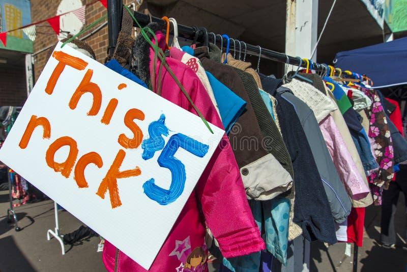 $5 ubrań stojak fotografia stock