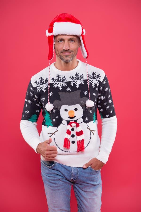 Ubrania świąteczne Koncepcja świąteczna Facet w modnym swetrze świętuje zimę Sprzedaż zimowa Rabat sezonowy Nurkowanie fotografia stock