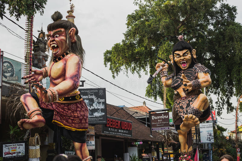 UBUD,巴厘岛- 3月8 :未认出的人在庆祝时 免版税库存图片