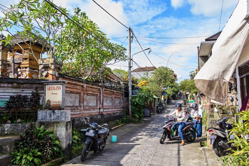 UBUD, INDONÉSIA - 8 DE DEZEMBRO DE 2017: Centro da cidade imagem de stock royalty free