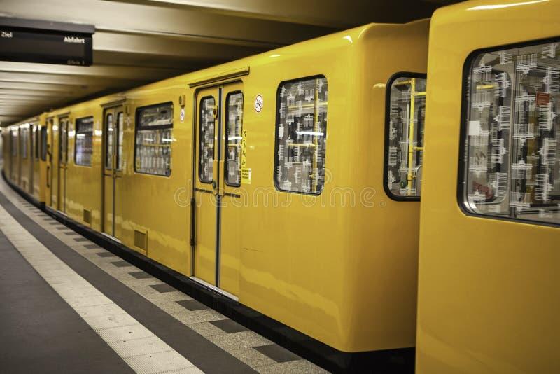 Ubway station på Maj 18, 2015 i Berlin, Tyskland royaltyfri foto