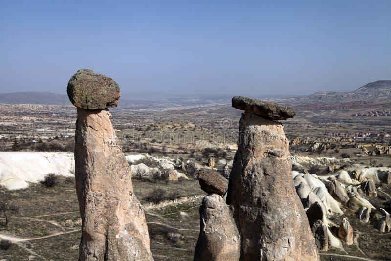 Uc Guzeller tres tolerancias o tres rocas de Beautifuls en el valle de Devrent imágenes de archivo libres de regalías