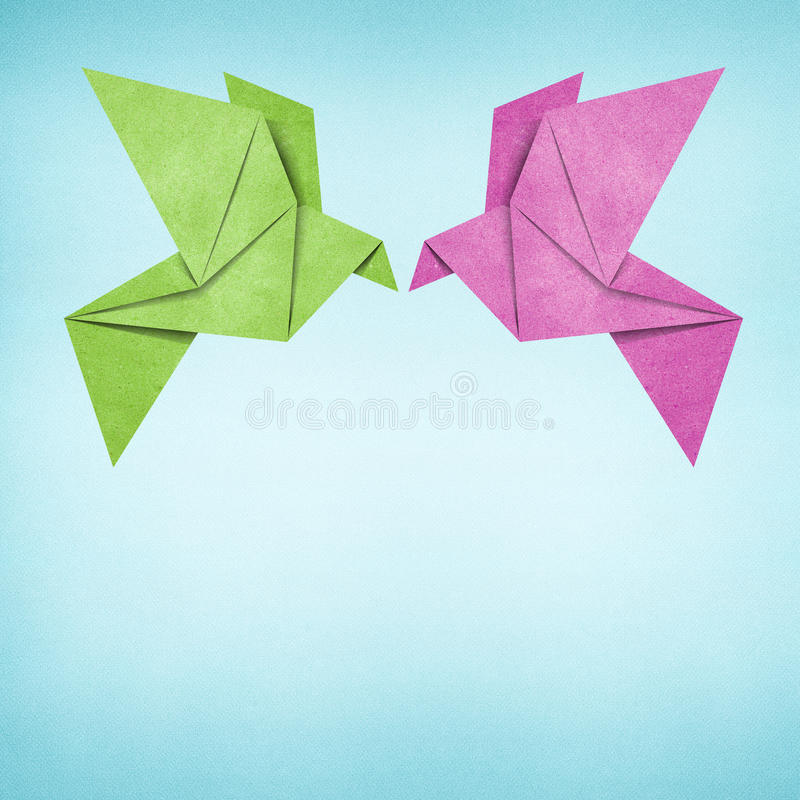 Uccello di Origami fatto da documento riciclato fotografie stock