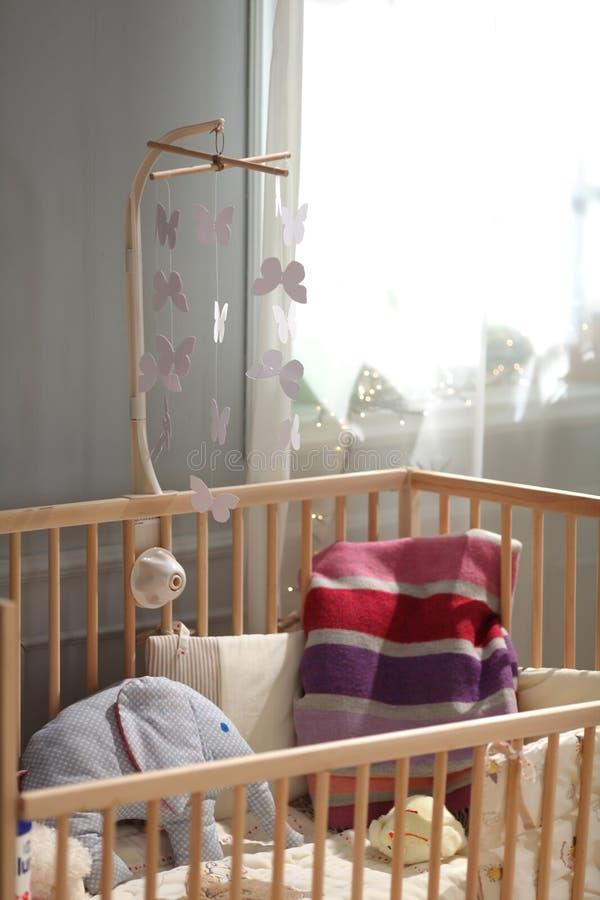 Ucha para um infante decorado com brinquedos foto de stock