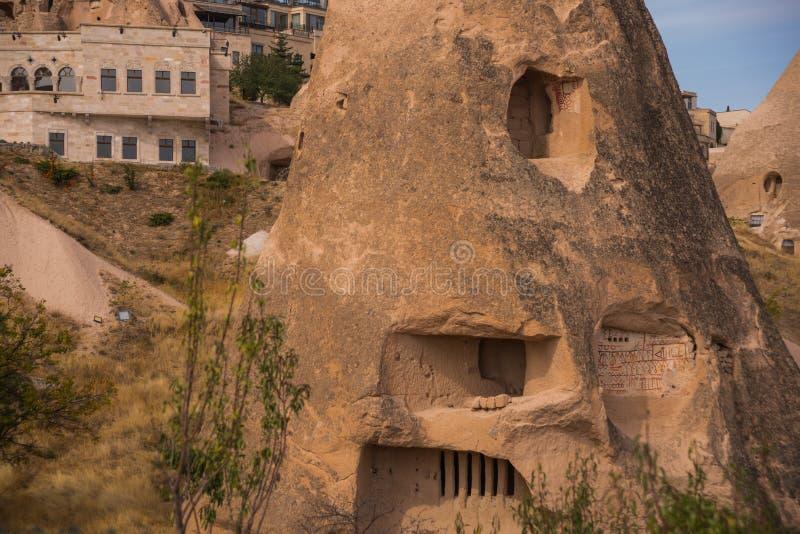 uchisar cappadociaslottkalkon Grottahus i kottesandkullar Landskapfotografi royaltyfria bilder