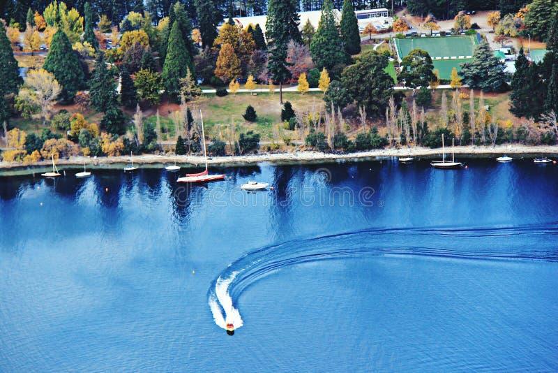 Ucieka się blisko jeziora w Queenstown, Nowa Zelandia fotografia royalty free