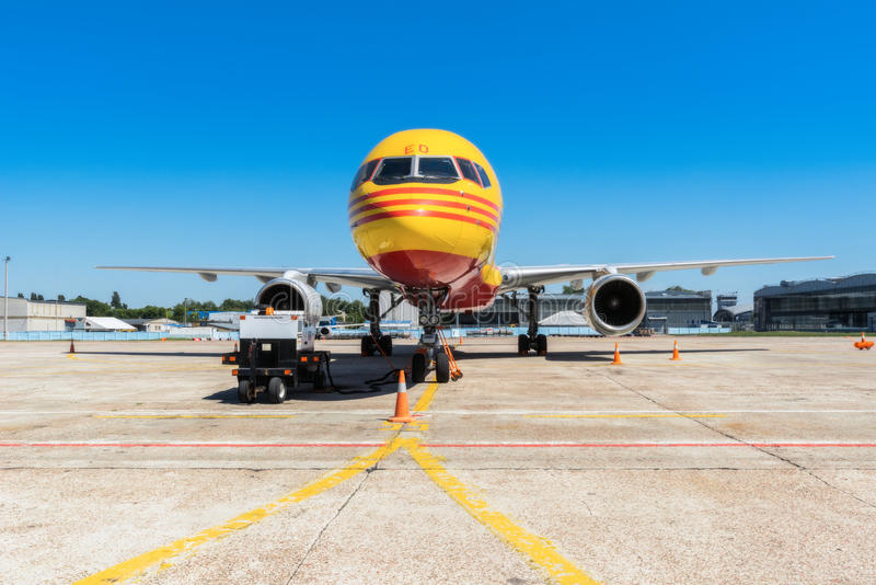 Ucrânia, Borispol - 22 de maio: Boeing 757-200 para transportar a empresa DHL da carga no aeroporto internacional de Borispol o 2 foto de stock royalty free