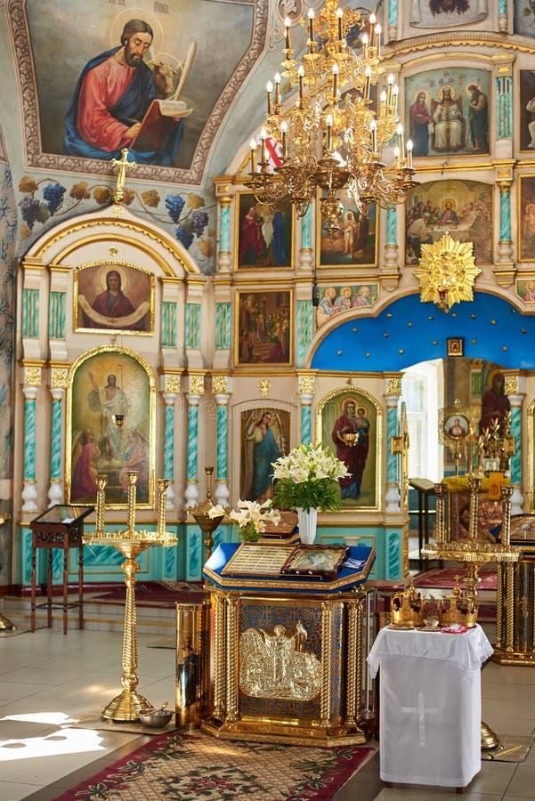 Ucrânia, Konotop - 23 de junho de 2019: Interior da igreja ortodoxa imagens de stock royalty free