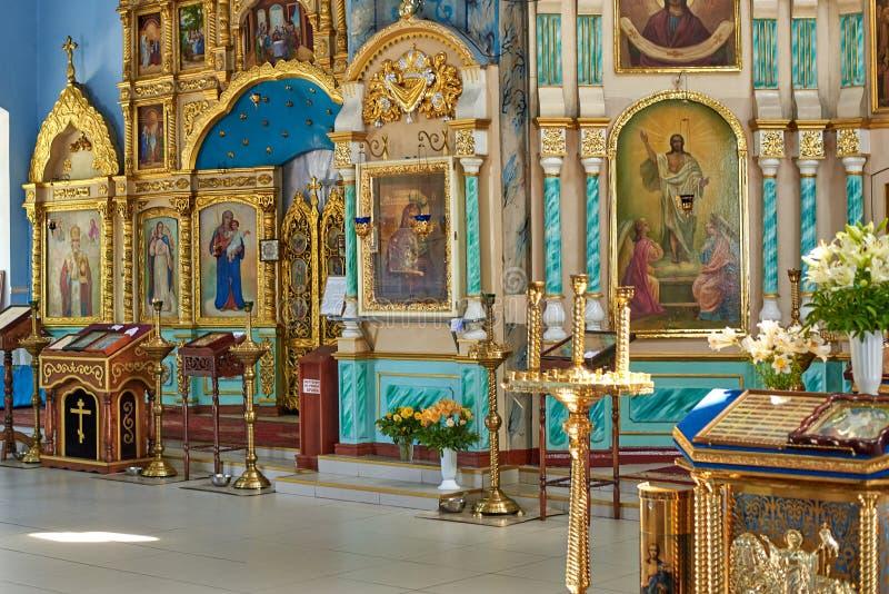 Ucrânia, Konotop - 23 de junho de 2019: Interior da igreja ortodoxa imagem de stock