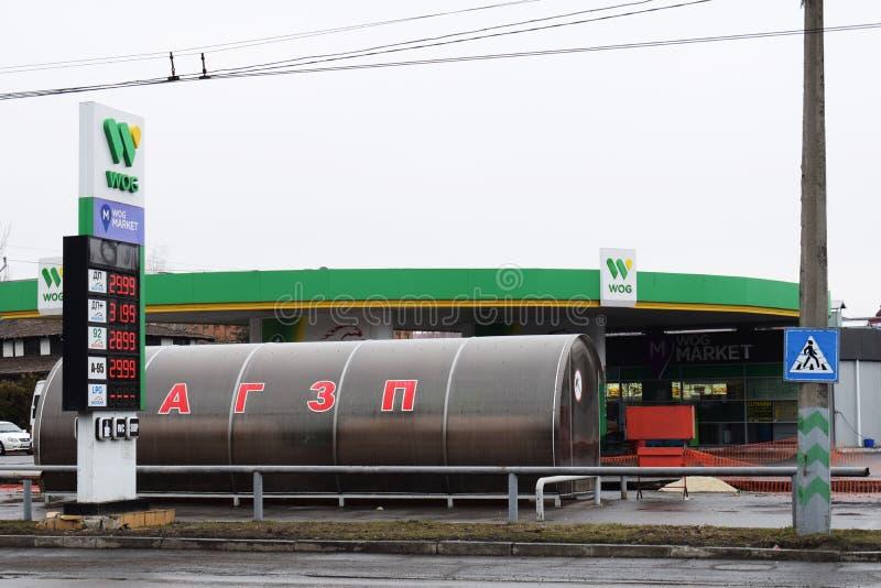 Ucrânia, Kremenchug - em março de 2019: WOG da estação do combustível automotivo foto de stock