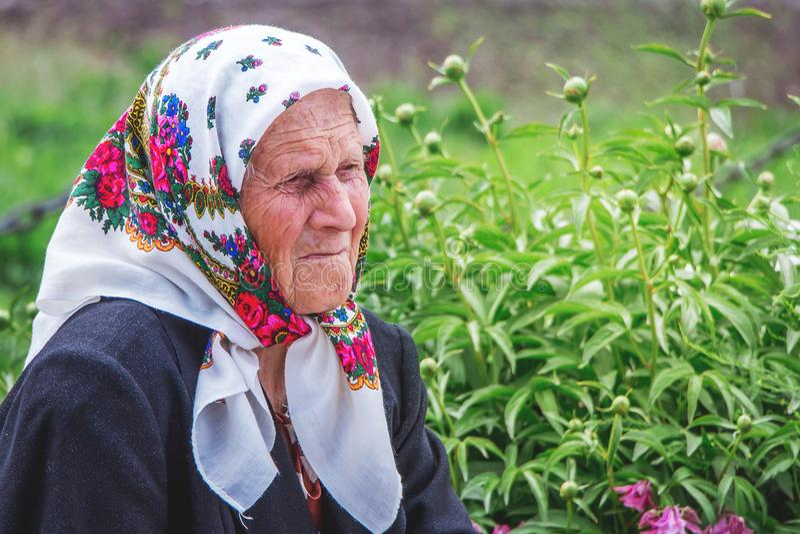 ucrânia Região de Khmelnitsky Em maio de 2018 Retrato de um wo idoso imagem de stock