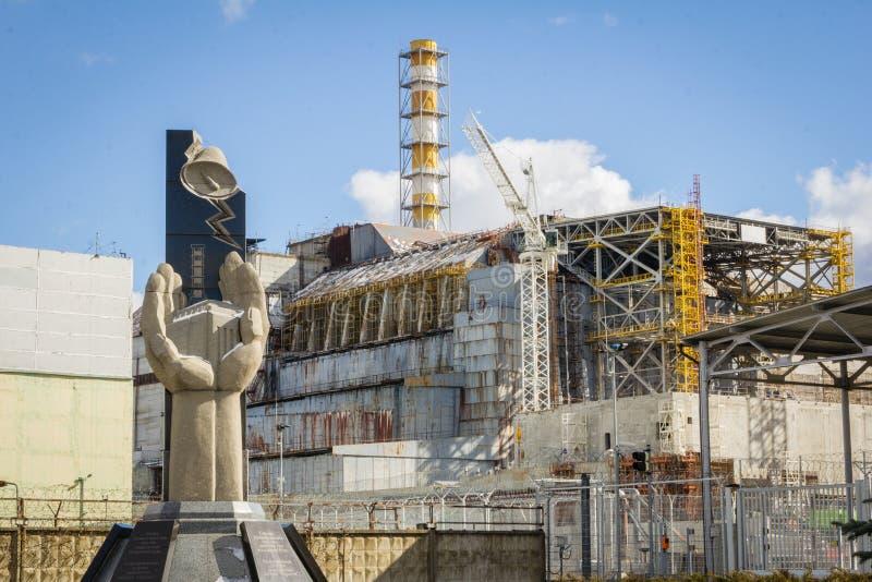 ucrânia Zona de exclusão de Chernobyl - 2016 03 19 Resquers memorian perto do central nuclear foto de stock royalty free