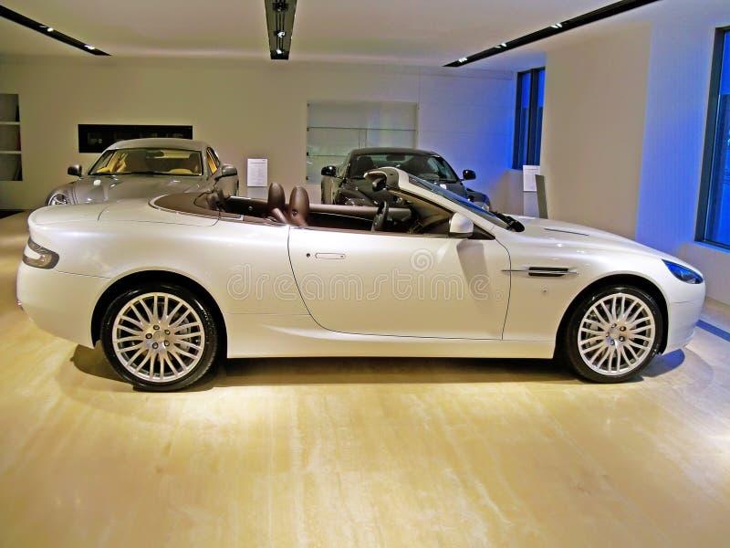 Ucrania, Kiev 5 de marzo de 2011; Aston Martin blanco DB9 imagen de archivo libre de regalías